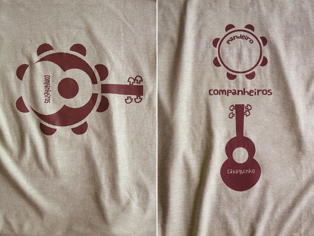 Companheiros-コンパニェイロスTシャツ-パンデイロとカバキーニョの関係-hinolismo迷えるサンドベージュ