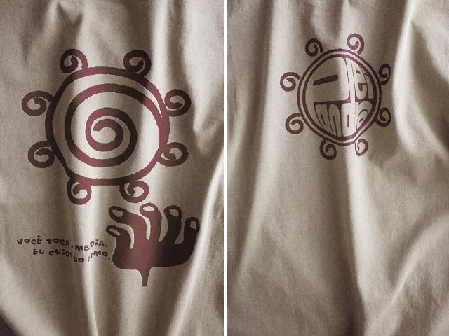 Pandeiro(パンデイロ)Tシャツ-きみはメロディを、わたしがリズムを-hinolismo迷えるサンドベージュ