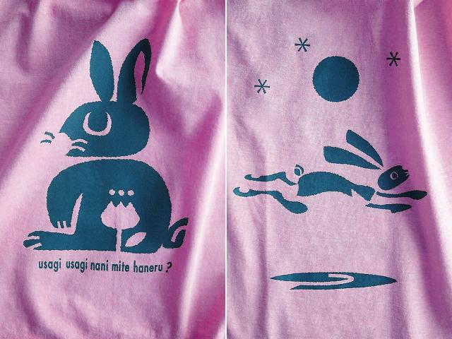 ウサギTシャツ-ナニミテハネル?-hinolismo-迷えるピンク